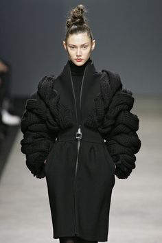 Sculptural 3D Fashion - voluminous knitwear design with chunky twisted braid textures // Iceberg