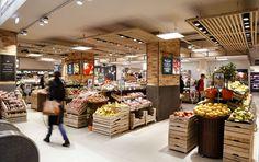 Un soin particulier est apporté aux rayons frais de ce nouveau Carrefour Market, comme ici au rayon fruits et légumes.