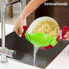 Made of silicone (BPA-free) Attaches easily to the edges of saucepans, frying pans, pots. Hard-wearing and durable Takes up very little space Dishwasher safe Approx. Made of silicone (BPA-free). First Kitchen, Buy Kitchen, Kitchen Tools, Kitchen Appliances, Filled Pasta, Crepe Maker, Utensils, Catering, Good Food