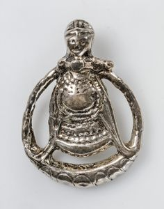 Pendant, copy Silver Generally accepted to be a representation of the goddess Freyja The original is a gravefind from Aska, Östergötland, Sweden. Viking Bracelet, Viking Jewelry, Old Jewelry, Metal Jewelry, Jewellery, History Museum, Art History, Asian History, Tudor History