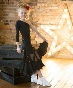 Арт-студия по созданию рейтинговых и авторских платьев для бальных танцев. Платья в наличии и под заказ. Доставка по России и миру.