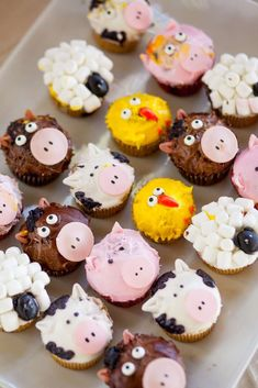 Check out the cute farm animal cupcakes at this Farm Birthday Party! - Check out the cute farm animal cupcakes at this Farm Birthday Party! See more party ideas and share - Farm Birthday Cakes, Animal Birthday Cakes, 2nd Birthday Party Themes, Farm Animal Birthday, Birthday Banners, Birthday Invitations, Birthday Ideas, Birthday Parties, Farm Animal Cupcakes