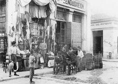 Ψυρρή Αθήνα 1920 Bauhaus, Athens History, Athens Greece, Back In Time, Old Photos, The Past, Greek, Old Things, Black And White