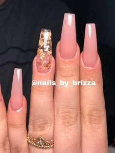 Coffin nude nails with gold flakes using tones perfect pink bomb nails nudenails goldflakes longnails coffinnails pink gold nails nailscolors Nail Swag, Frensh Nails, Ongles Or Rose, Gold Acrylic Nails, Nails With Gold, Pink Acrylic Nail Designs, Pink Gold Nails, Pink Acrylics, Cute Pink Nails
