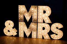 """Mr & Mrs"" Sign in lights #lights #decor #wedding #mr&mrs #laurenmichelleevents #gold Lauren Michelle Events Blog 
