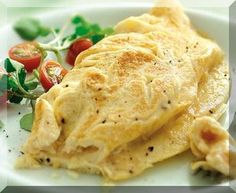 Create some quick, simple and delicious meals with these microwave egg recipes including omelettes, tortillas, scrambles and more. Ways To Cook Eggs, How To Make Omelette, Microwave Eggs, Microwave Recipes, Egg Fast, Acide Aminé, Tortilla Recipe, Tomato And Cheese, Gastronomia