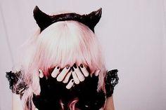 pastel goth i like it i like that pastel pink hair Pastel Grunge, Grunge Goth, Nu Goth, Grunge Hair, Pastel Pink, Pastel Goth Fashion, Dark Fashion, Kawaii Fashion, Cute Fashion
