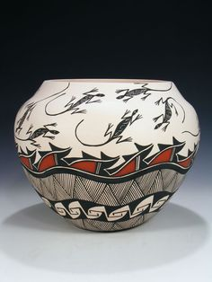 Native American Pottery, Native American Indians, Pottery Designs, Pottery Art, Pueblo Indians, Ceramic Pots, Gourd Art, Lizards, Carved Wood