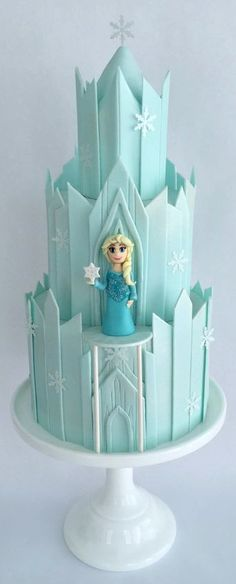 Frozen Castle Cake, I have to make this for Ireland.