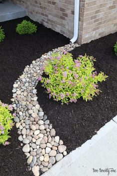 Stunning Front Yard Rock Garden Landscaping Ideas - Designing a front yard is usually about accessibility and invitation. We spend hardly any time in the front yard as opposed to the backyard, but it is. Cheap Landscaping Ideas, Landscaping With Rocks, Outdoor Landscaping, Outdoor Gardens, Mailbox Landscaping, Hillside Landscaping, Landscaping Front Of House, Landscaping Borders, Curb Appeal Landscaping