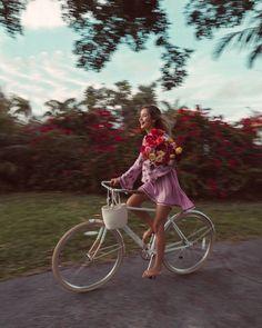 Pretty woman on a bicycle: Photo Summer Aesthetic, Aesthetic Girl, Bike Photography, Light Photography, Cycling Girls, Cycle Chic, Bicycle Girl, Bike Style, Women Life