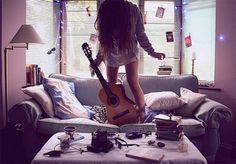 あなたも必ず「ギターな女の子」の虜になる25選