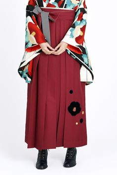 レトロ柄 袴 クリーム色/エンジ色 商品画像3 Japanese Clothing, Japanese Outfits, Japanese Prints, Japanese Kimono, Yukata Kimono, Japanese Street Fashion, Fashion Beauty, Womens Fashion, Asian Style