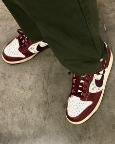 Skechers Elite, Nike Shoes, Shoes Heels, Brown Outfit, Mode Streetwear, Custom Sneakers, Nike Dunks, Jordan Shoes, Me Too Shoes
