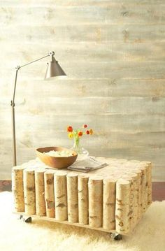 Otra mesa de troncos de madera.