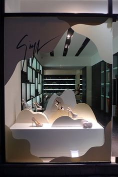 Vitrine Giuseppe Zanotti - Paris, décembre 2011 by JournalDesVitrines.com, via Flickr www.instorevoyage.com #in-store marketing #visual merchandising