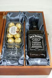 Personalised Wooden Gift Box with Engraved Glass, Jack .- Personalised Wooden Gift Box with Engraved Glass, Jack …- Personalised Wooden Gift Box with Engraved Glass, Jack Daniels & Ferrero Rocher - Regalos Jack Daniels, Jack Daniels Gifts, Bf Gifts, Gifts For Boys, Boyfriend Gifts, Teacher Gift Baskets, Gift Baskets For Men, Diy Holiday Gifts, Christmas Gifts For Men