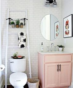 college Bathroom Decor I think I would DIE for this to be my college apartment bathroom decor College Apartment Bathroom, College Apartments, First Apartment, Small Apartments, College Bathroom Decor, Rental Bathroom, Apartment Ideas College, Apartment Therapy, Small Spaces
