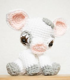 I've always loved pigs, and when I watched Moana, I immediately fell head over heels in love with little Pua. Since I couldn't completely recreate Pua, I've decided to use him as inspiration for my 2016 piggy!!!! I hope you'll enjoy my version of Pua.
