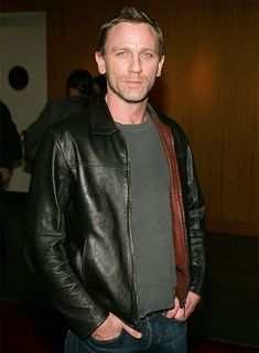 """Daniel Craig Photos - Actor Daniel Craig attends Universal Pictures private screening of the film 'Munich' held at the Academy of Motion Picture Arts and Sciences on December 2005 in Beverly Hills, California. - Private Screening Of Universal's """"Munich"""" Mens Leather Coats, Leather Jackets Online, Men's Leather Jacket, Leather Jeans, Daniel Craig Bond, Daniel Craig Style, Daniel Graig, Z Cam, Napa Leather"""