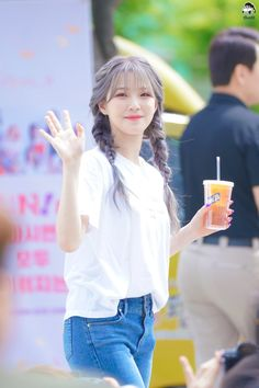 "HYPER on Twitter: ""@realfromis_9 #프로미스나인 #프로미스 #fromis #fromis_9 #지헌 #백지헌 #꿀깅 #jiheon 190608 음악중심 미니팬미팅 백지헌… "" South Korean Girls, Korean Girl Groups, Lee Seo Yeon, Girl Short Hair, Little Sisters, Kpop Girls, Cool Girl, Short Hair Styles, Asian Beauty"