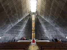 St Mary Church in Tokyo by the architect Kenzo Tange John Pawson, Kenzo Tange, Amsterdam, Brutalist Buildings, Modern Church, Sainte Marie, Church Design, Kirchen, Beautiful Buildings