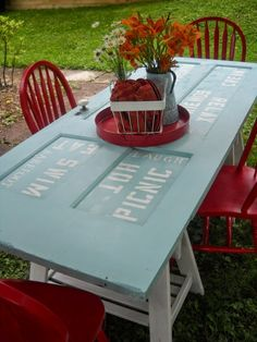 Old door table. 20 Simple and Creative Ideas Of How To Reuse Old Doors Outdoor Projects, Diy Projects, Outdoor Decor, Outdoor Dining, Outdoor Seating, Project Ideas, Woodworking Projects, Indoor Outdoor, Old Door Tables