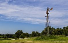 https://flic.kr/p/vYwnaA   Broken Old Windmill   Drove east of Edmond, Oklahoma and found this abandoned windmill.