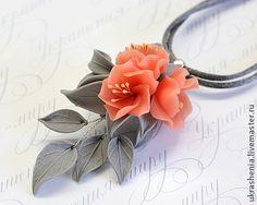 Комплект украшений с персиковыми, розовыми цветами из полимерной глины -