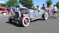 Rowdy sounding Hot rod from MSRA Back to the 50's weekend - YouTube