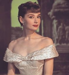 "summers-in-hollywood: ""Audrey Hepburn for Roman Holiday, 1953 "" Style Audrey Hepburn, Audrey Hepburn Roman Holiday, Audrey Hepburn Photos, Audrey Hepburn Makeup, Audrey Hepburn Fashion, Audrey Hepburn Givenchy, Audrey Hepburn Wallpaper, Old Hollywood, Viejo Hollywood"
