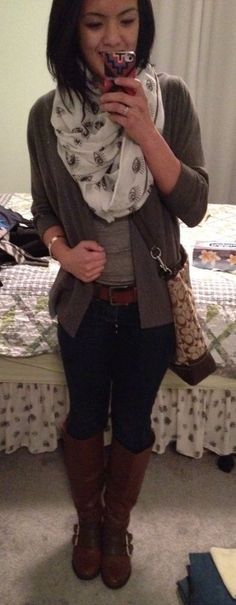 Casual Fall and Winter Outfit. Gray Cardigan, Aero Tanktop, Dittos Blue Jeans, XXI Brown Boots with buckles, Garage Infinity Scarf and Coach School Bag. i'm off to school! Skinny Jeans Casual, Pink Scarves, Colored Pants, Grey Cardigan, Modern Outfits, Casual Fall, Wedding Suits, Plaid Scarf, Blue Jeans