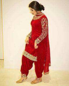 Haute spot for Indian Outfits. Indian Suits Punjabi, Bridal Suits Punjabi, Punjabi Suits Party Wear, Punjabi Dress, Pakistani Dresses, Punjabi Salwar Suits, Punjabi Girls, Indian Fashion Dresses, Indian Bridal Outfits