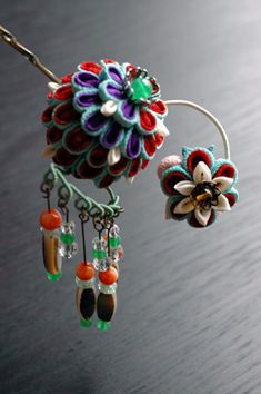 Unique ball kanzashi  Very fun and different, could maybe adapt to steampunkish?