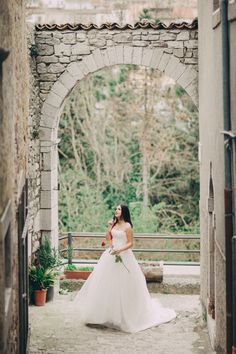 a ballgown and a red rose http://weddingwonderland.it/2015/05/styled-shoot-molise.html