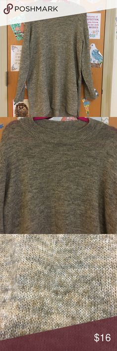 Oatmeal & Grey Heathered Long Sleeve Sweater Oatmeal & Grey Heathered Long Sleeve Sweater Tunic with slits up the side. Looks super cute with skinny belt and leggings. Lightweight, might need to wear a cami underneath. Loose fit. H&M Tops Tunics