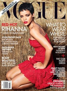 Rihanna is covering the November 2012 issue of Vogue, her second U. cover for Vogue. Photographed by Annie Leibovitz, Bajan beauty looked ravishing in a red Vogue Covers, Vogue Magazine Covers, Fashion Magazine Cover, Fashion Cover, Pink Fashion, Fashion Fashion, Fashion Editor, Fashion Days, Rihanna Vogue