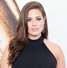 Ashley Graham's warm brown curls and sultry eye makeup are beautiful