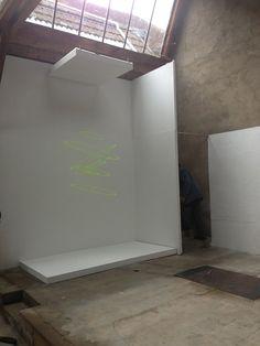 "Elias Crespin, Circuconcéntricos Fluo Vert, 2013. View of the exhibition ""Mouvements et lumières"", Centre d'art contemporain Frank Popper, Marcigny, France, June 1st - November 3rd, 2013. Photo Atelier Crespin"
