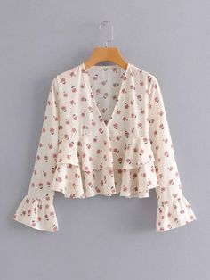 Check out this Allover Floral Print Ruffle Hem Blouse on Shein and explore more to meet your fashion needs! Crop Top Outfits, Cute Casual Outfits, Simple Outfits, Stylish Outfits, Fashion Outfits, Jeans Fashion, Bluse Outfit, Blouse Designs, Blouses For Women