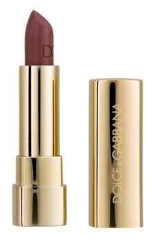 Dolce Gabbana Classic Cream Lipstick - Antique Rose 3.5g Ce rouge à lèvres offre des couleurs intenses et une parfaite hydratation pour une tenue longue durée et des lèvres séduisantes. Affichez vos intentions avec un large éventail de nuances plus féminines les unes que les autres, allant des nus les plus délicats aux rouges les plus intenses.Idéal pour obtenir un large éventail de nuances pour des lèvres durablement colorées.DUOL 24mois. Eu 16€ au lieu de 32,50€ sur vente-privee