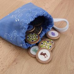 Tutorial for sewing a small, lined drawstring bag. We use it for our homemade memory games! Drawstring Bag Pattern, Drawstring Bag Tutorials, Small Drawstring Bag, Best Christmas Gifts, Christmas Child, Homemade Christmas, Pouch Tutorial, Craft Tutorials, Craft Ideas