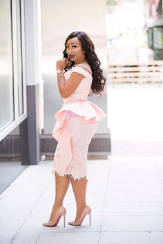 How to look classic like serwaa amihere for plus size & curvy ladies 2019 outfit African Wear Dresses, Latest African Fashion Dresses, African Print Fashion, African Attire, African Lace Styles, Lace Dress Styles, African Traditional Dresses, Classy Dress, The Dress
