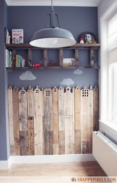 107 Used Wood Pallet Projects and Ideas - Snappy Pixels Cute wall, but o love the shelf!