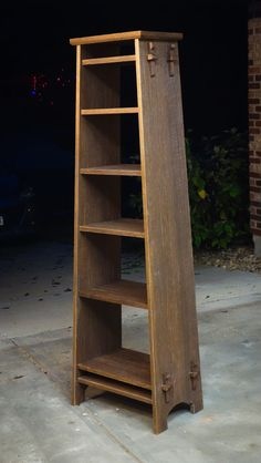 Picture of Building a Roycroft Inspired Bookshelf Nordic Furniture, Small Furniture, Wood Furniture, Furniture Design, Mission Furniture, Furniture Ideas, Woodworking Plans, Woodworking Projects, Craftsman Furniture