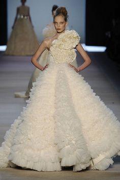 Giambattista Valli SS 2009   white   bustle    myriad of ruffles   a-line gown with structured flower   high fashion