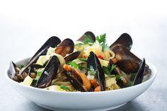 Lav blåmuslinger med grøntsager og pasta, det smager fantastisk.