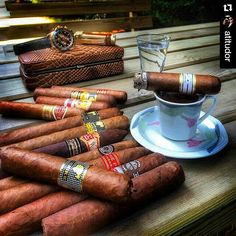 Little bit of paradise. Cigars And Whiskey, Good Cigars, Pipes And Cigars, Bourbon, Cigar Art, Cigar Humidor, Cigar Accessories, Cigar Room, Cigar Smoking