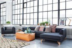 Ook met kleine aanpassingen kan je jouw huis klaarmaken voor de lente. Leg kussens in pasteltinten op je bank!