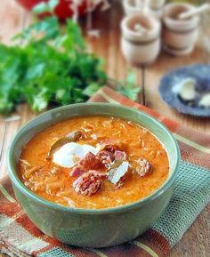 Bologna, Cheeseburger Chowder, Thai Red Curry, Food And Drink, Diet, Vegan, Cooking, Ethnic Recipes, Soups
